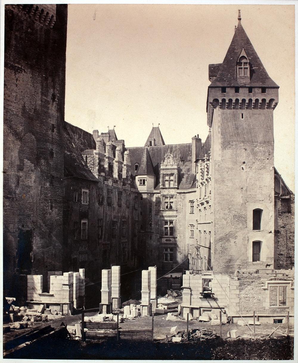 Construction du portique néo renaissance (XIXe siècle)