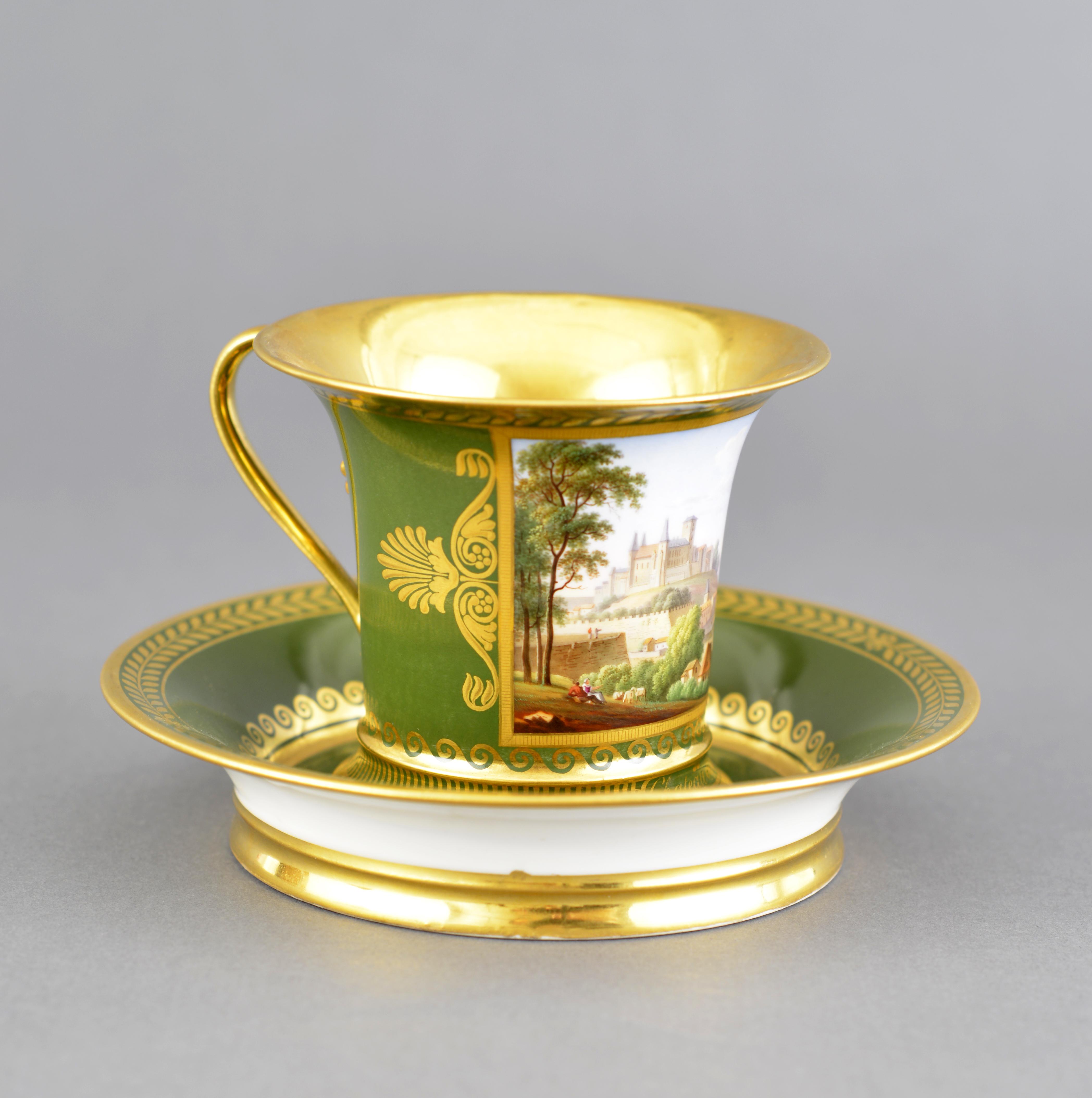 Tasse et soucoupe - porcelaine de Sèvres - décor château de Pau