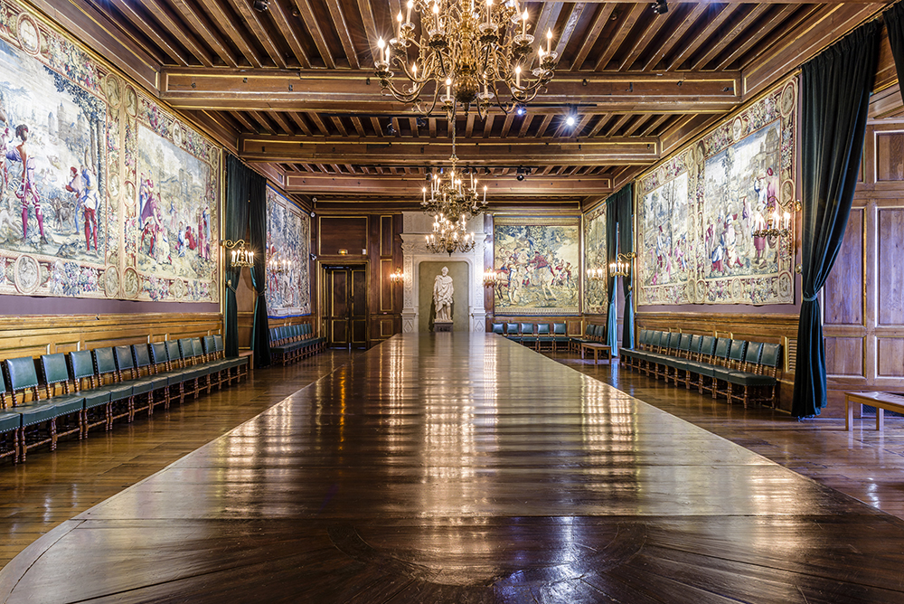 Vue d'ensemble de la salle au cent couverts, château de Pau