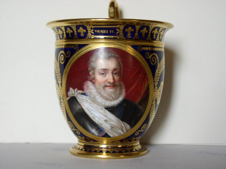 Media Name: o_porcelaine-tasse_henri_iv.jpg