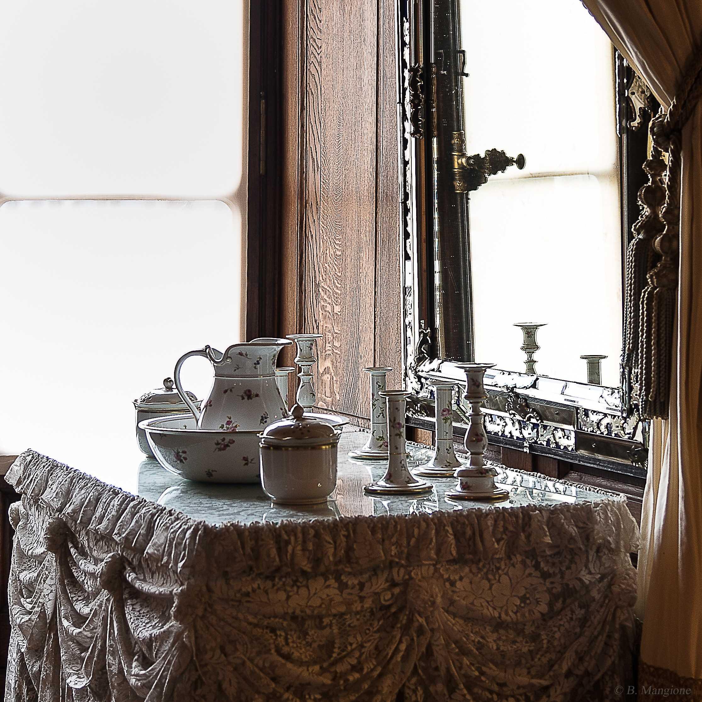 Nécessaire de toilette - porcelaine - chambre de l'Impératrice - Château de Pau