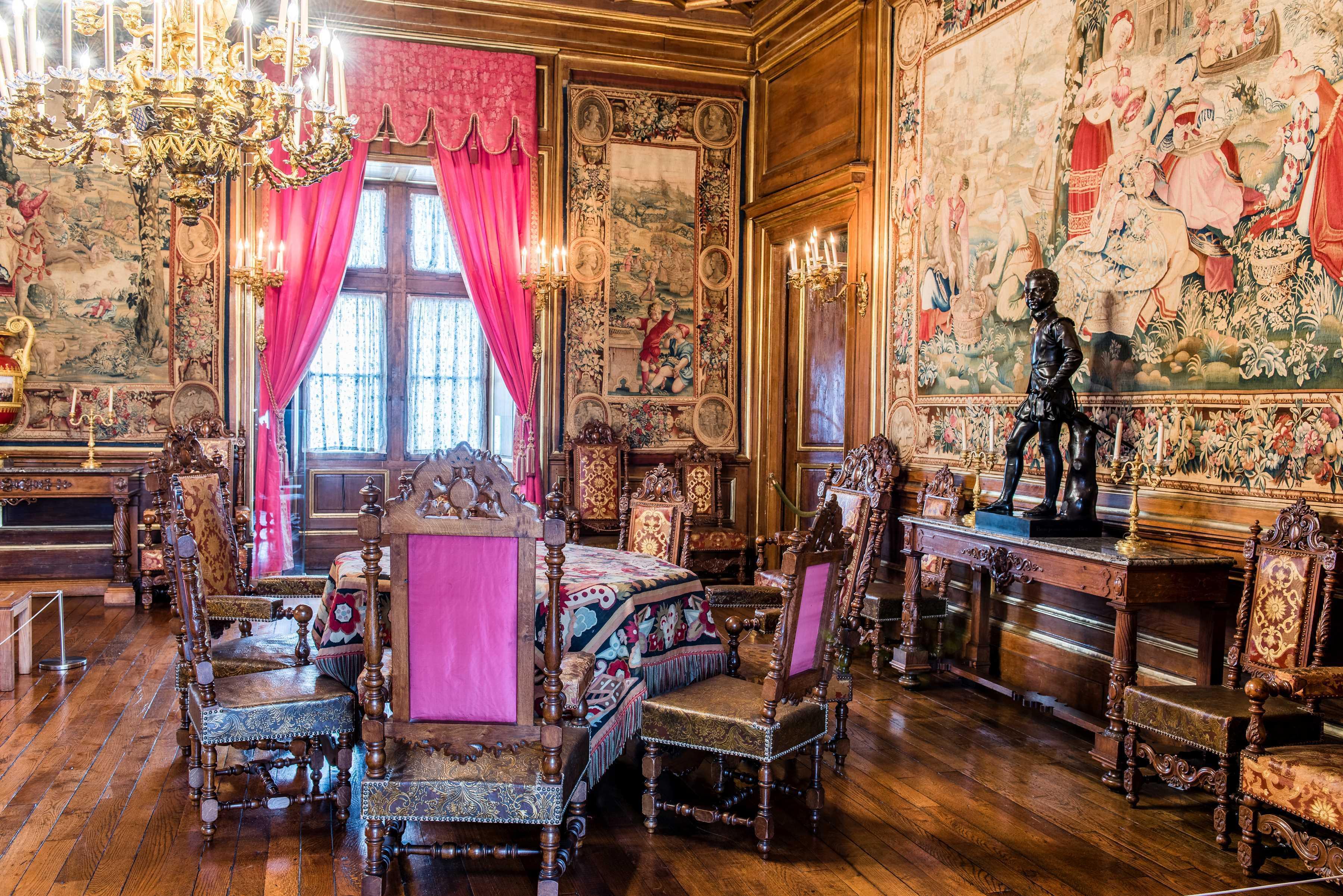 Le salon de réception - la sculpture d'Henri IV enfant par Bosio
