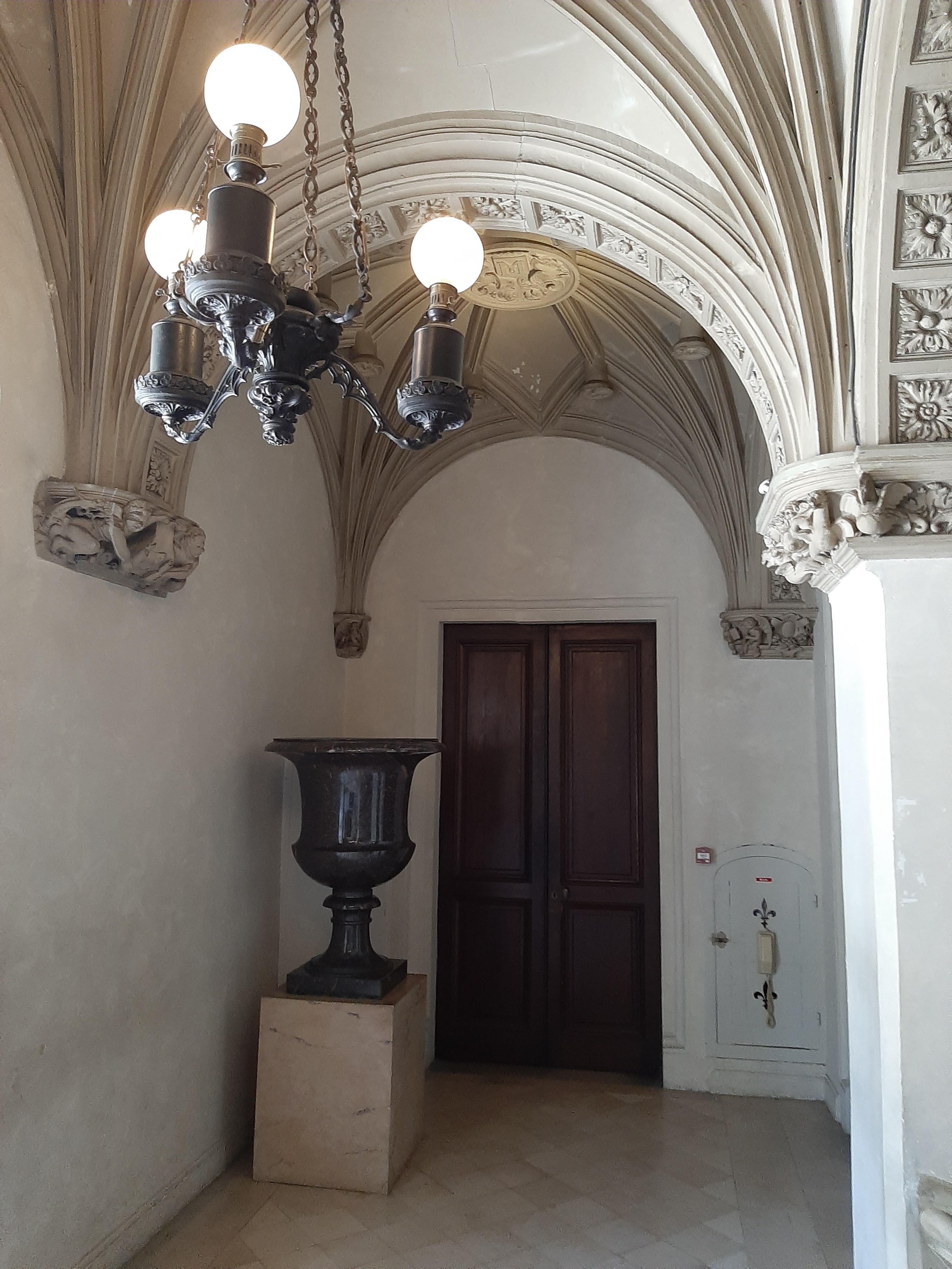 Vase de porphyre, Château de Pau